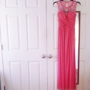 Dresses & Skirts - Coral Prom dress